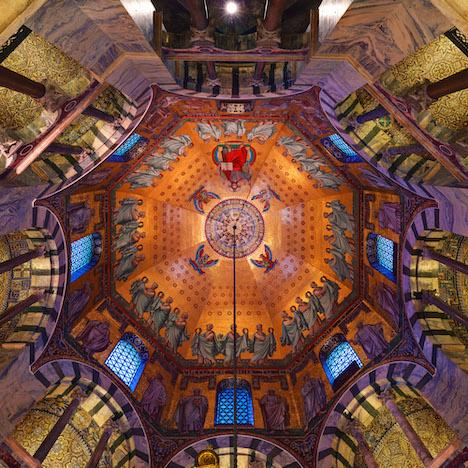 Ebenfalls Bestandteil der virtuellen Erlebniswelt von Tourismus NRW: eine 360-Grad-Panorama-Aufnahme aus dem Aachener Dom mit Blick zur Decke des Oktogon; Foto: Tourismus NRW e.V.