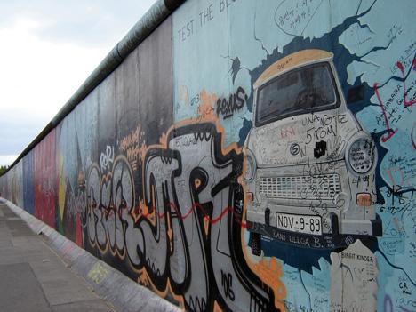 Die Berliner Mauer wurde in der Nacht 9. November auf en 10. November 1989 nach über 28 Jahren geöffnet; Foto: York, Fotolia