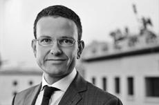 v.l. Sebastian Gallander, Vodafone Stiftung, und Manuel J. Hartung, <b>...</b> - Gallander__Sebastian_VSD