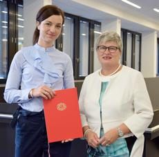(v.l.): Prof. Dr. Daniela Horstmann und Rektorin Prof. Dr. Karin Luckey von der Hochschule Bremen; Foto: Hochschule Bremen / Sascha Peschke