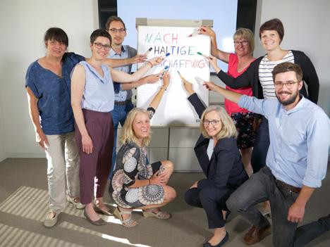 Die Mitglieder der ämterübergreifenden Arbeitsgruppe für Nachhaltige Beschaffung bei der Stadt Ludwigsburg; Foto: Hearts&Minds/Difu