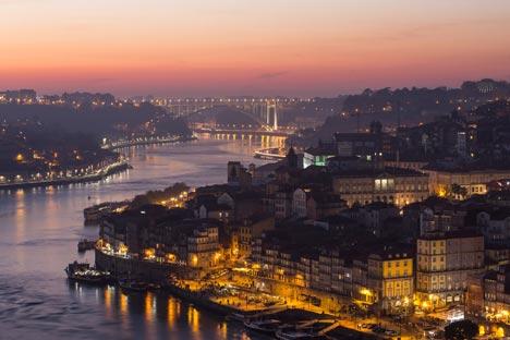 Blick auf die bei Touristen beliebte Stadt Porto im Norden Portugals; Foto: Associação de Turismo do Porto e Norte