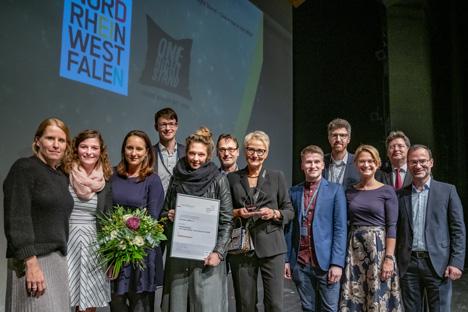 Das Team von Tourismus NRW e.V. freut sich über den Publikumspreis; Foto: Jan Sobotka/DTV