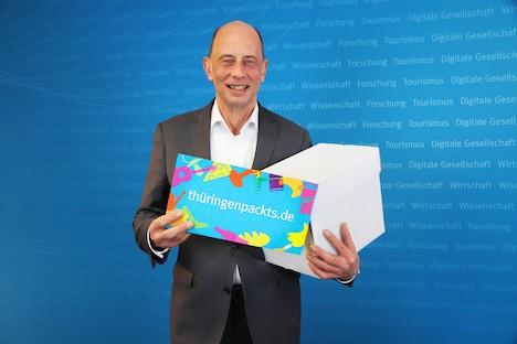Thüringens Wirtschaftsminister Wolfgang Tiefensee stellt die neue Plattform thueringenpackts.de vor; Foto: TMWWDG